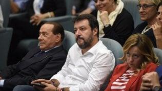 """Lega contro Berlusconi: """"Una nuova maggioranza anti crisi? No, elezioni""""L'intervista Il leader di FI: """"Pronti a entrare al governo""""di CARMELO LOPAPAAgenda politica Il buono contro il cattivo, Berlusconi torna sulla scena di SEBASTIANO MESSINA"""