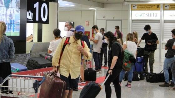 Viaggi e Covid, voucher al posto dei rimborsi: la Ue mette l'Italia sotto procedura d'infrazione