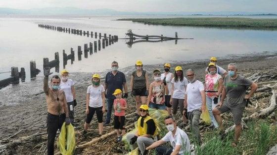 Un tour contro la plastica: Piero Pelù con Legambiente per pulire le spiagge