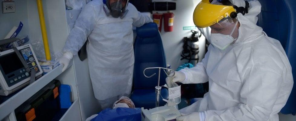 """Coronavirus nel mondo: nuovo record degli Usa, 53mila nuovi casi in 24 ore. Obama: """"Indossate le mascherine, non ascoltate chi ci divide"""""""