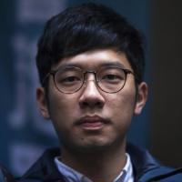 Nathan Law, leader della rivolta degli ombrelli, lascia Hong Kong