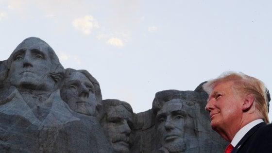 """Trump al Monte Rushmore per il 4 luglio contro """"il fascismo di sinistra"""""""