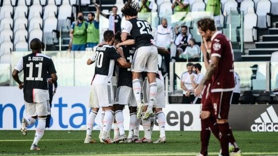 Juventus-Torino 4-1, Dybala e Ronaldo decidono il derby. E Buffon entra nella storia