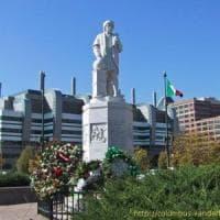 Usa, statua di Colombo rovesciata dai manifestanti a Baltimora