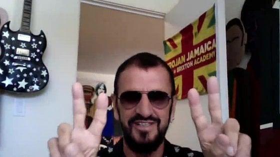"""Ringo Starr, gli 80 anni all'insegna di 'pace e amore': """"La vita è stata gentile con me. Oggi? La musica conta più che mai"""""""