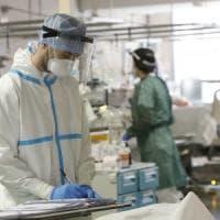 Coronavirus, dopo cinque giorni di crescita tornano a calare i nuovi positivi