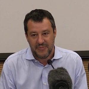 """Salvini attacca Lucarelli: """"Ha dato in pasto il figlio alla stampa"""""""