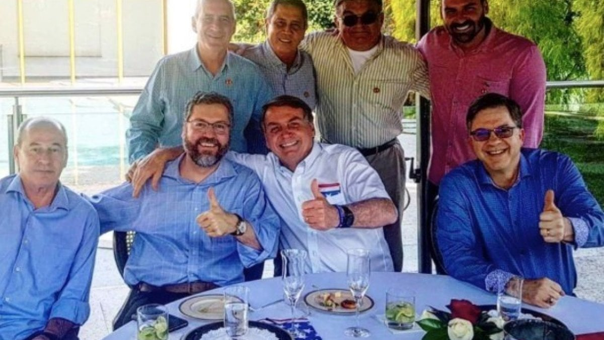 Coronavirus, in una foto il contagio di Bolsonaro