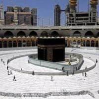 Acqua in bottiglia e pietre sterilizzate: il pellegrinaggio sacro dell'Islam ai tempi del...