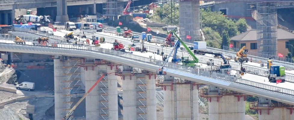 """La Corte costituzionale dà torto ad Autostrade: """"Legittimo estromettere la società dalla costruzione del nuovo ponte"""""""