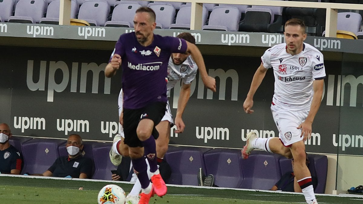 Fiorentina-Cagliari 0-0, Dragowski e Cragno respingono ogni attacco