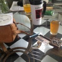 Un bicchiere di whisky e 4 strisce di cocaina: una foto svela i vizi di Johnny Depp