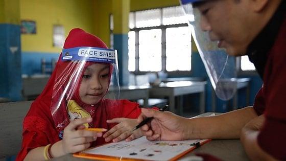 """Il pediatra: """"Per i bambini mascherina dai tre anni. Possono essere contagiosi come gli adulti"""""""