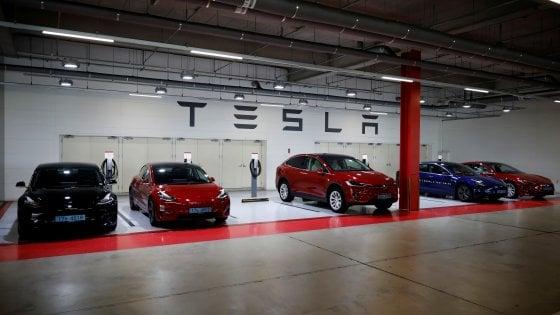 La congiuntura debole non frena la crescita dell'auto elettrica: ecco le 5 sfide dei costruttori