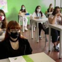 """Scuola, genitori di nuovo in piazza: """"Le Regioni assicurino il rientro il classe a..."""