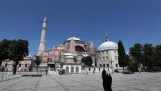 """I musulmani pregano a Santa Sofia: """"Sarà moschea"""""""