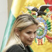 """Coronavirus, dopo Bolsonaro anche la presidente della Bolivia è positiva: """"Resterò in..."""
