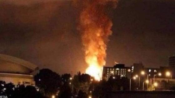 Iran, esplosioni in un deposito missilistico di Teheran