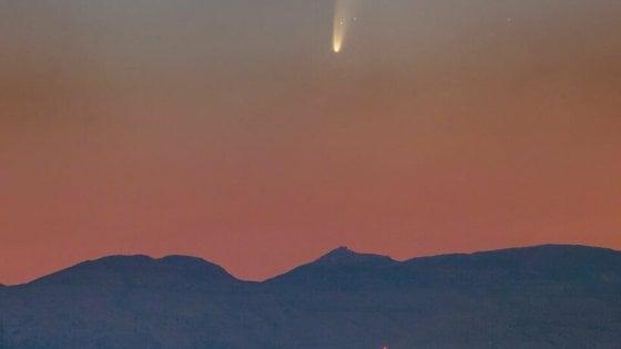 È cominciato lo spettacolo della cometa Neowise, visibile a occhio nudo (o quasi)