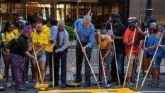 Scritta 'Black Lives Matter' davanti la Trump Tower: la sfida di de Blasio
