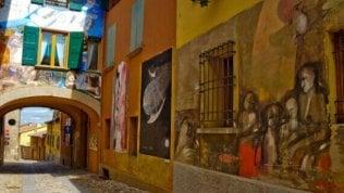 Dozza, il borgo dipinto che è una galleria d'arte a cielo aperto
