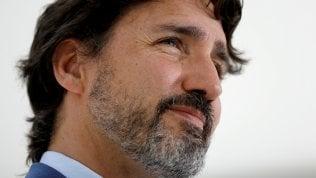 """Nuovi guai per Trudeau: contratto milionario ad una Ong """"amica"""" della famiglia"""