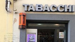 Scritta omofoba contro il tabaccaio-consigliere