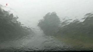 Tempesta estiva in Lombardia, vento a 130 all'ora e tetti divelti a Milano