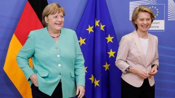 La cancelliera Merkel, alla presidenza di turno della Ue, con la presidente della Commissione europea von der Leyen