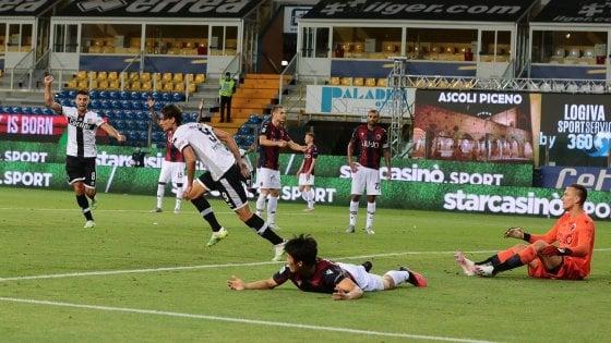 Parma-Bologna 2-2: Kurtic e Inglese beffano i rossoblù nel recupero