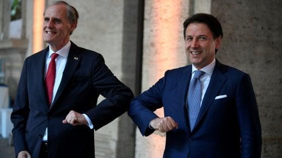 """Conte: """"Italia e Francia unite nella crisi. Il Consiglio Ue sia pronto all'appuntamento con la storia"""""""