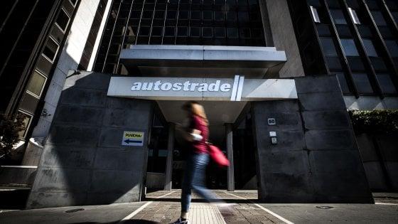 Autostrade, Benetton diluiti in due mosse: Cdp entra in forze, poi public company e ritorno in Borsa