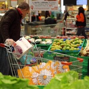 Istat, a giugno ancora deflazione: prezzi in calo dello 0,2%