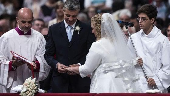 Vaticano, sì a nozze e funerali celebrati dai laici, ma senza tariffari