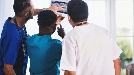 Di fronte al razzismo che ruolo ha la medicina?