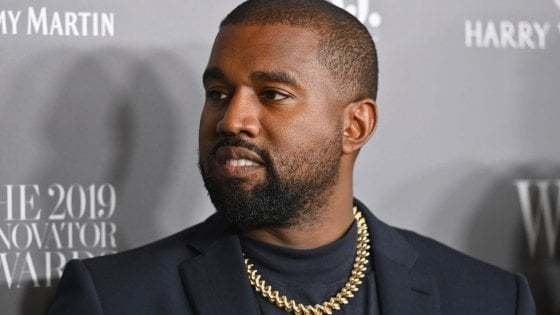 """Kanye West, la moglie lo difende: """"Colpa del disturbo bipolare"""". E annuncia un album a sorpresa in uscita venerdì"""