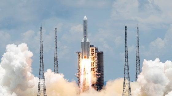 Spazio: la Cina lancia sua prima sonda verso Marte