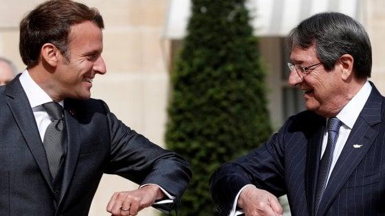 """Francia, Macron chiede sanzioni Ue contro la Turchia: """"Ha violato la sovranità di Grecia e Cipro"""""""