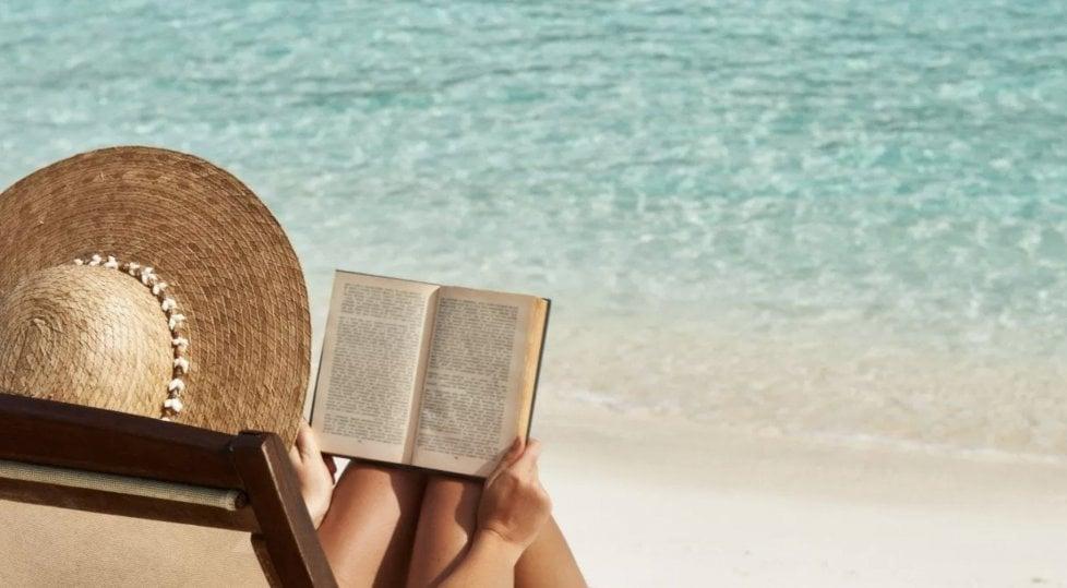 Letture per rendersi felici: 10 libri sull'enogastronomia per le vacanze