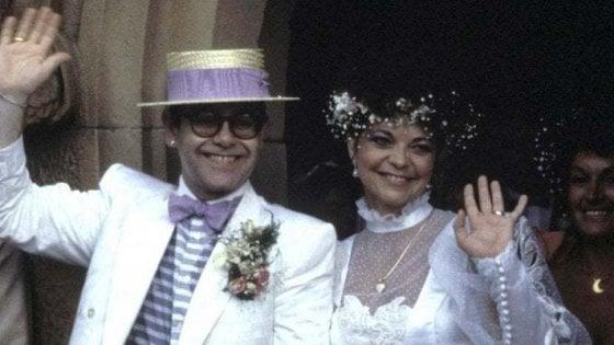 """Ecco perché l'ex moglie di Elton John gli fa causa: """"Ha violato il nostro accordo di riservatezza"""""""