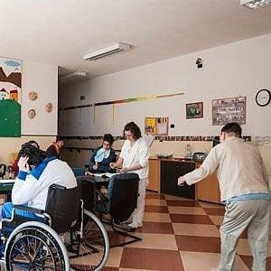 """Pandemia, i disabili chiusi nelle strutture, le storie di Maria e di Anna:  """"Basta segregazione"""""""