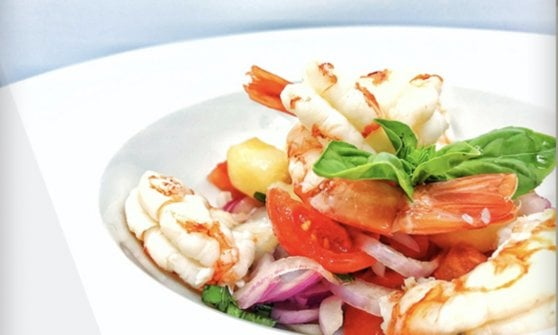 In Calabria acque limpide e buona cucina: i migliori ristoranti vista mare