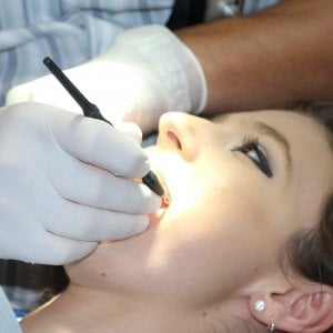 La parodontite aumenta il rischio di tumori all'esofago e allo stomaco