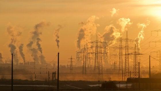 """""""In media 2 anni di vita in meno"""", i danni dell'inquinamento sulla salute"""