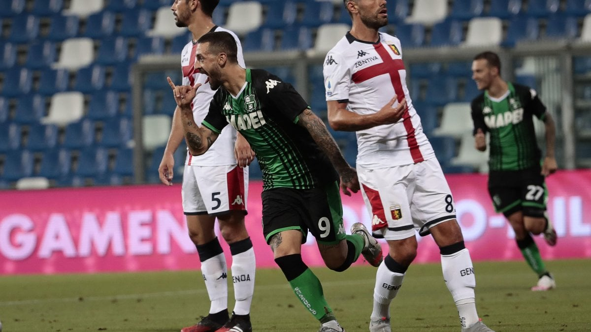 Sassuolo-Genoa 5-0: gli emiliani dilagano, ora i rossoblù sono nei ...
