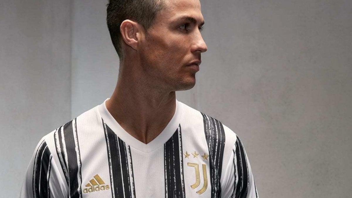 La Juventus torna a strisce: presentate le nuove maglie
