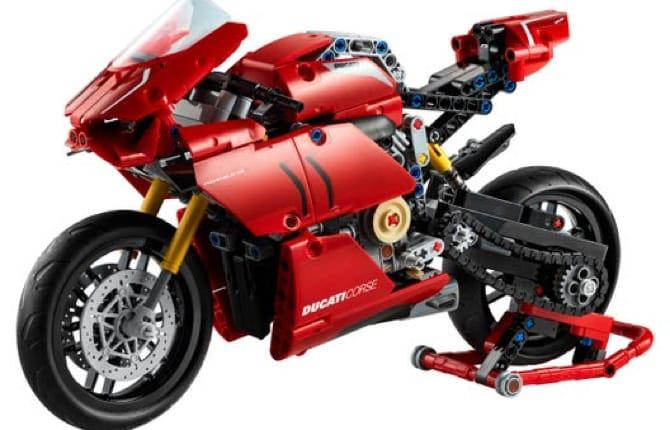 Automobili Lego, passione in mille pezzi