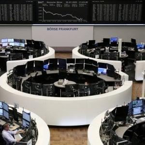 Le Borse di oggi, 31 luglio. Le Borse girano in rosso con i titoli energetici, non basta il rally tecnologico