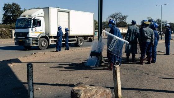Alta tensione in Zimbabwe:  polizia in strada per fermare le proteste