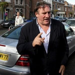 Gérard Depardieu e l'accusa di stupro, la Procura di Parigi chiede di riaprire le indagini